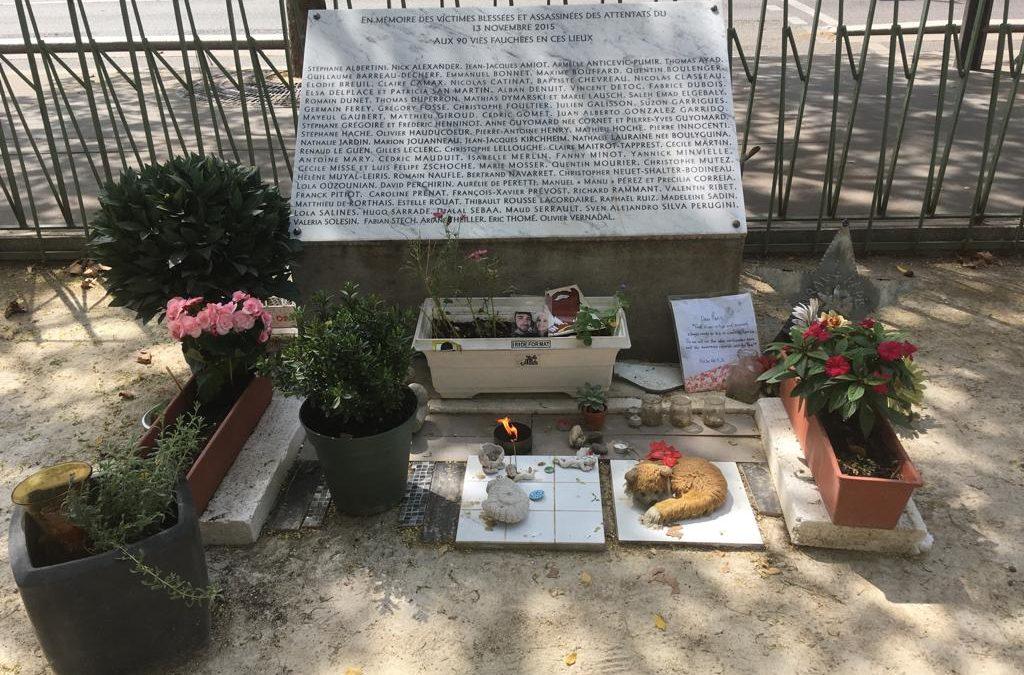 En souvenir des victimes des attentats du 13 novembre 2015